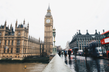 travelling solo, travel alone, big ben, london, rain, double decker, bridge