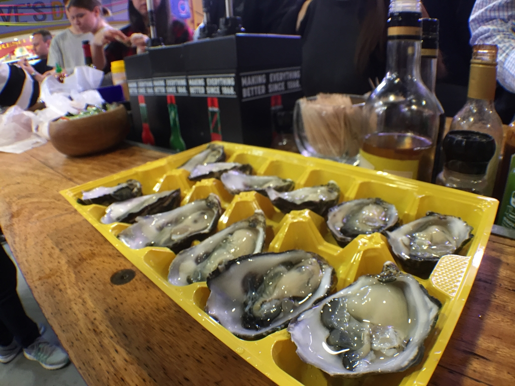 oyster, freshly shucked oysters, aptus seafood, south melbourne market