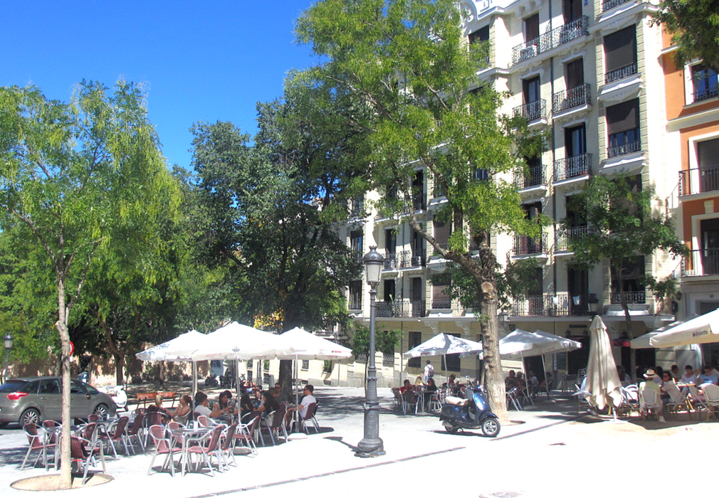 La Latina plaza is definitely one of the most happening place in Madrid!