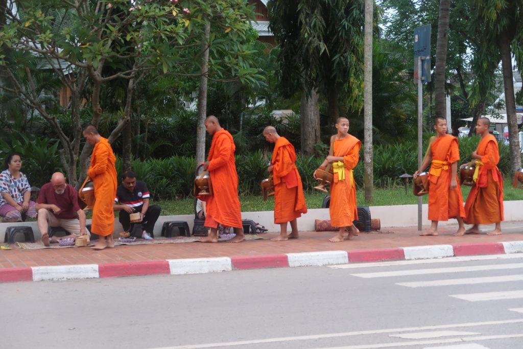 alms giving, laos, luang prabang, buddhism