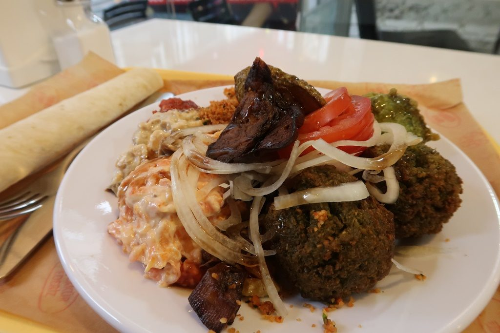 Fried falafel vegan plate at Rulo lezzetler