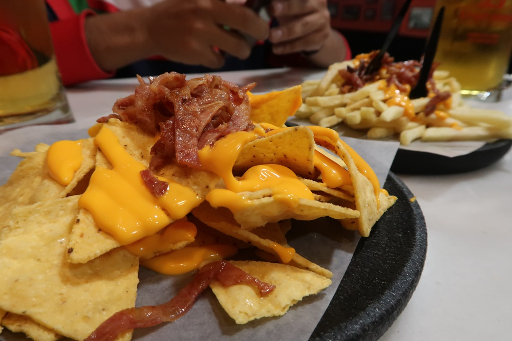 Bacon with cheese chips at 100 Montaditos.