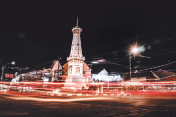 things to do in Yogyakarta at night tugu jogja