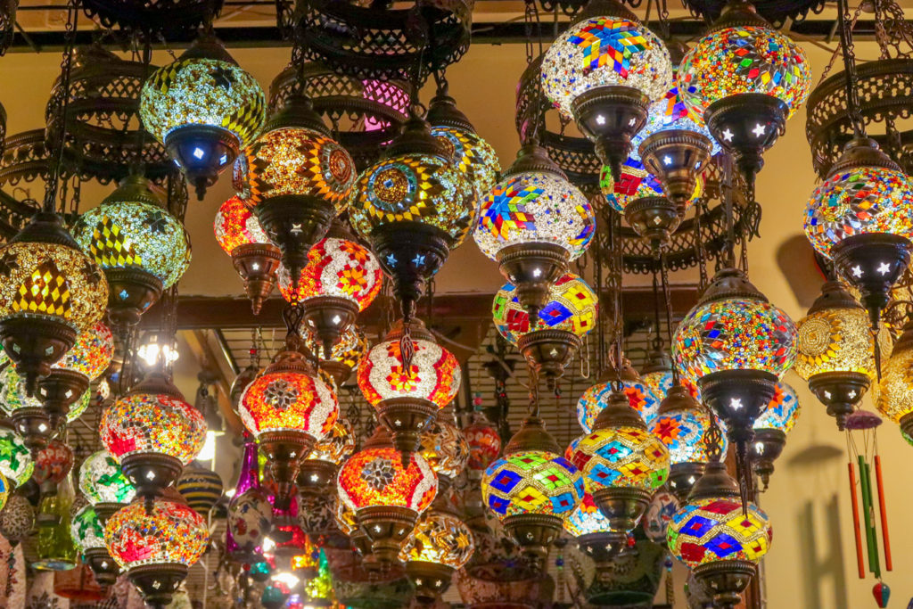 souvenir shop istanbul selling turkish lamps