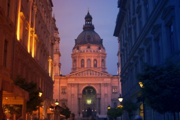 St stephen basilica budapest at dawn