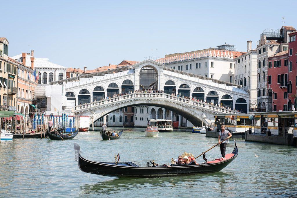 rialto bridge venice itinerary italy