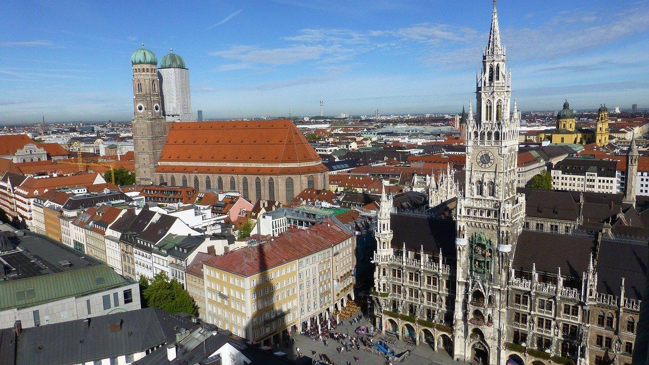 rathaus frauenkirche munich germany marienplatz