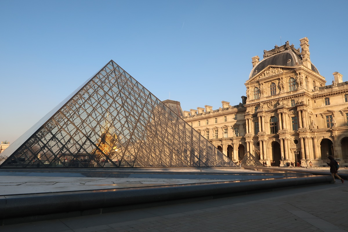 louvre paris glass pyramid palace building haussmanian